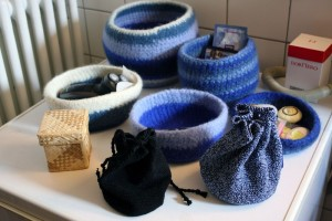 blaue-filzschalen-filzkoerbe-diy