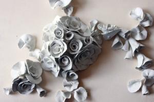 tonrelief-rosenblüten